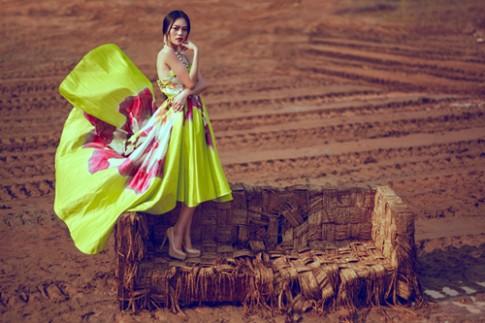 Cao Thùy Linh bay bổng với váy sắc màu