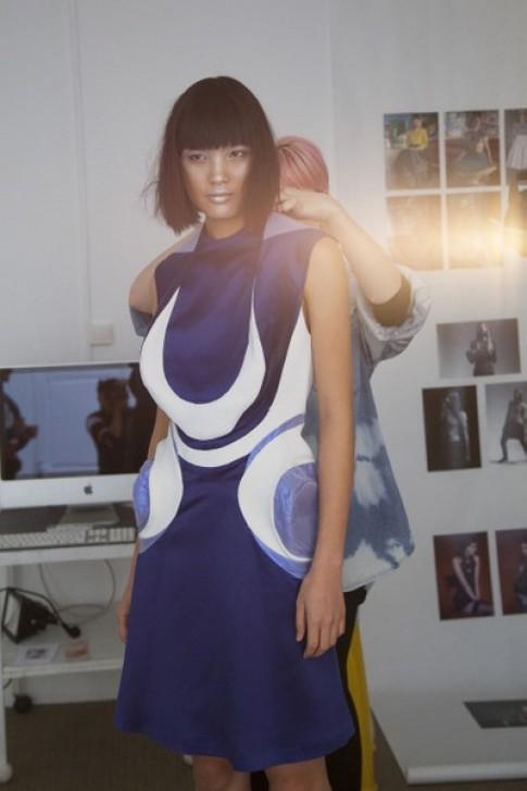 Chà Mi thể hiện bộ sưu tập mới của nhà thiết kế Pháp