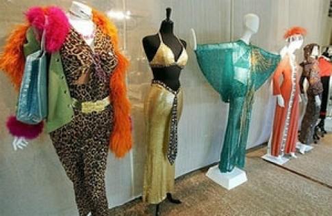 Cher đòi kiểm soát người mua hàng đấu giá