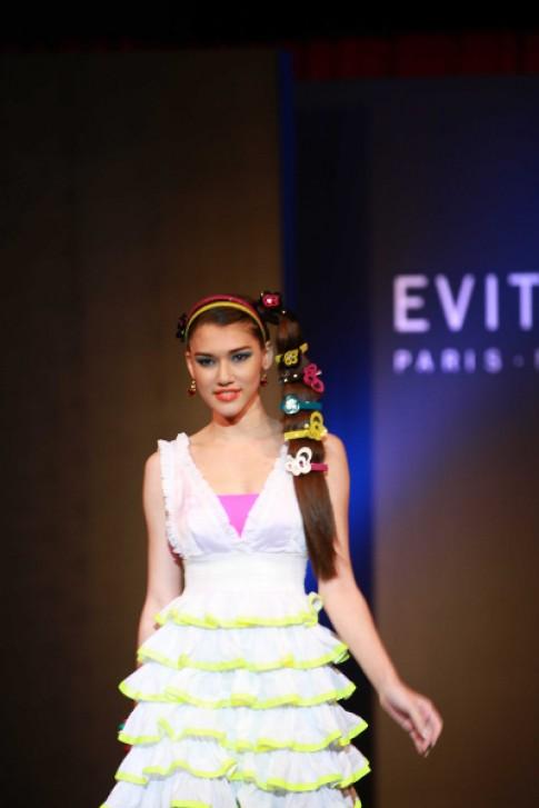 Chompoo Araya dự đêm thời trang của Evita Peroni