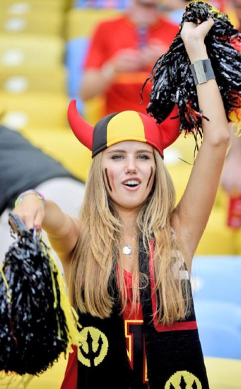 Cổ động viên xinh đẹp ở World Cup mất hợp đồng làm mẫu