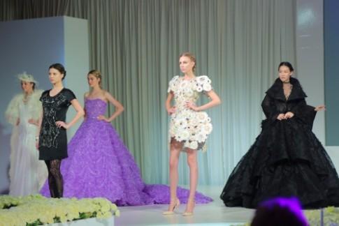 Công Trí trình diễn cùng các nhà mốt Haute Couture châu Á
