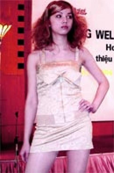 Cuộc thi tạo mẫu 'Xu hướng tóc năm 2004'