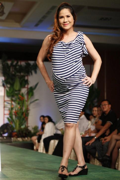 Đầm bầu Anna Nina xuất hiện trên sàn catwalk