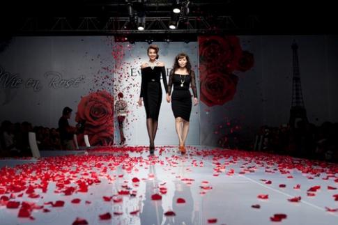 Dàn người mẫu sải bước trong Đẹp Fashion Runway 3