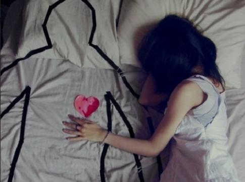 """Đây là lý do vì sao con gái sau chia tay thường """"chết chìm"""" trong đau khổ"""