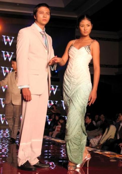 Đêm Việt Tiến mở màn Tuần lễ thời trang xuân hè 2008