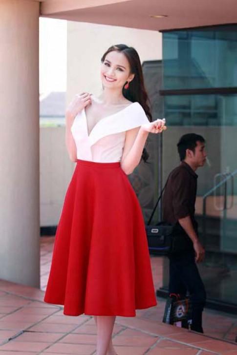 Diễm Hương gợi cảm với váy cổ sâu