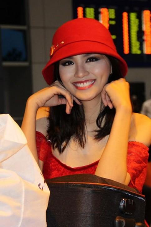 Diễm Hương khéo chọn nón đỏ với váy