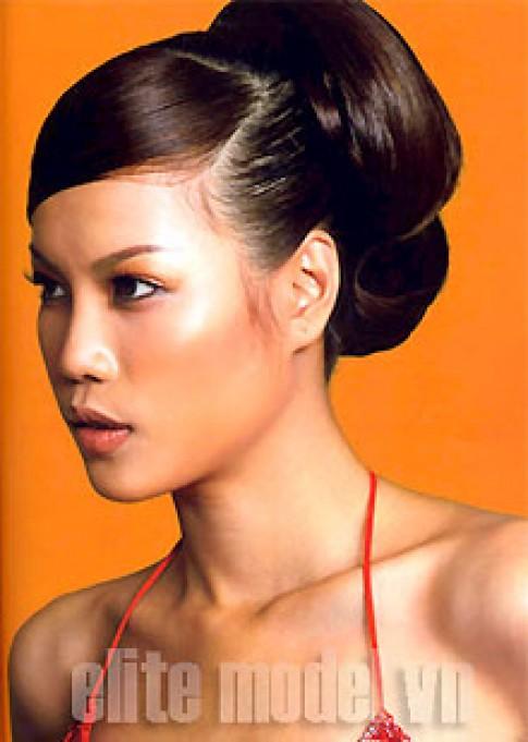 Diệp Hồng tranh giải 'Hoa hậu Sắc đẹp toàn cầu 2005'
