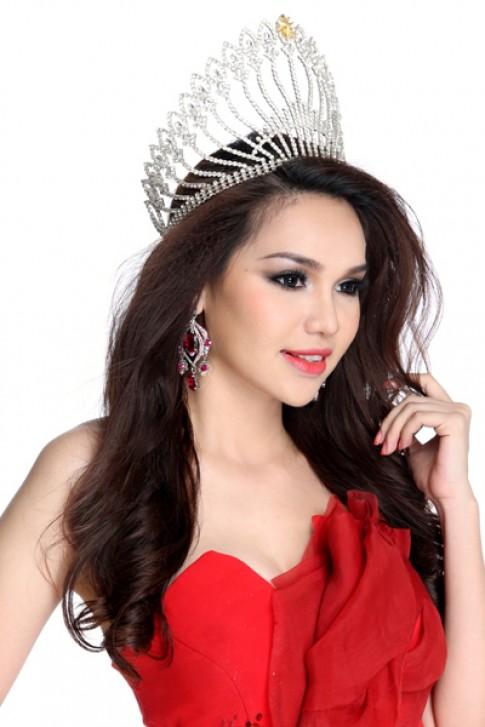 Diệu Hân sang Thái Lan trao lại vương miện hoa hậu