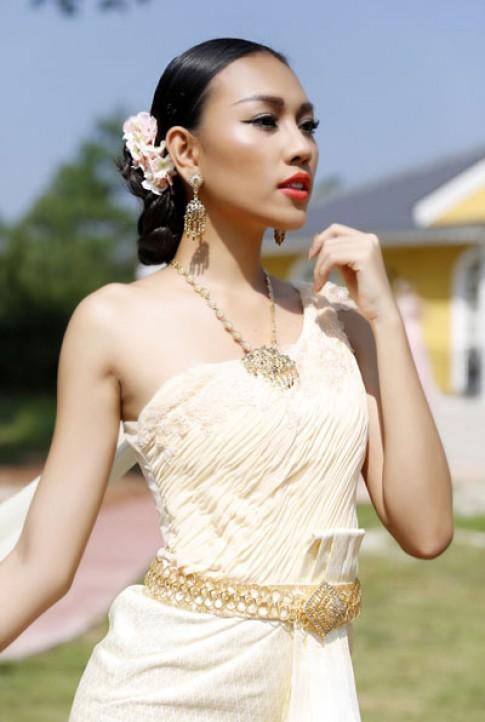 Diệu Huyền hóa thành cô gái Thái