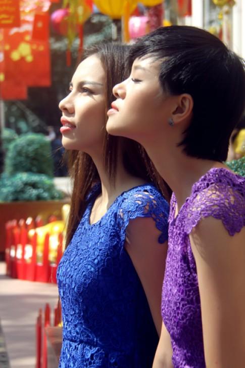 Đỗ Hà, Lệ Quyên diện váy ren nhiều sắc màu