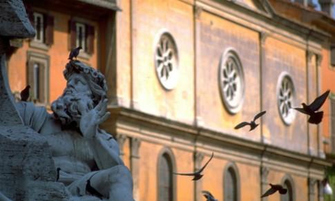 Du khách khỏa thân trong đài phun nước Rome gây giận dữ
