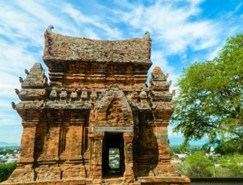 Du khách không được mặc áo xuyên thấu ở Ninh Thuận