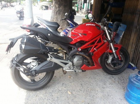 Ducati Monster 795 độ pô Z1000