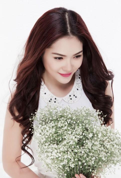 Dương Cẩm Lynh đẹp trong sáng với váy trắng