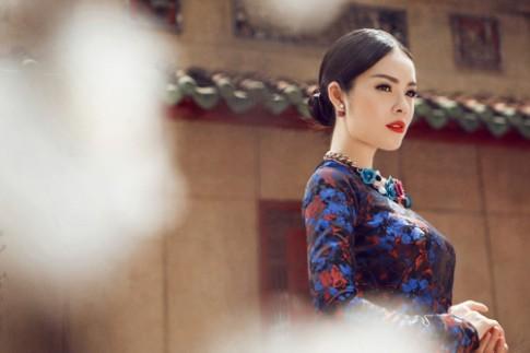 Dương Cẩm Lynh quý phái với áo dài gấm