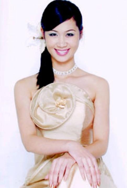 Dương Thùy Linh dự thi Hoa hậu Du lịch Quốc tế 2004