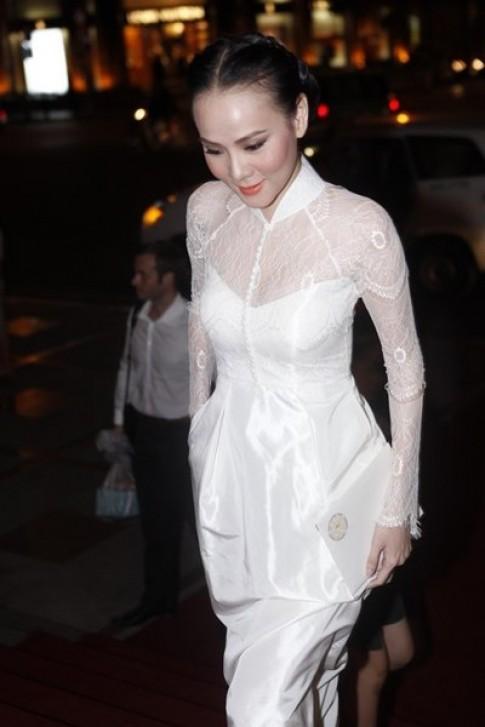 Dương Yến Ngọc diện áo dài lai váy