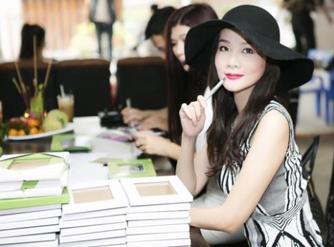 Dương Yến Ngọc diện váy cocktail trẻ trung