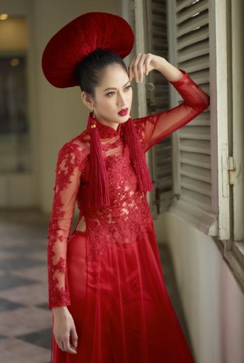 Elizabeth Thủy Tiên kiêu kỳ với áo dài