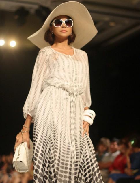 Elle Fashion Show 2012 diễn ra trong 'nhà lều'