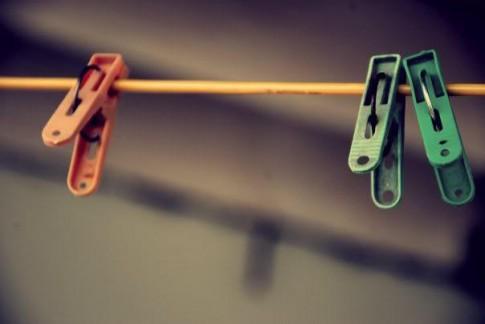 Em không chờ anh, em chờ ngày em ngừng yêu anh...