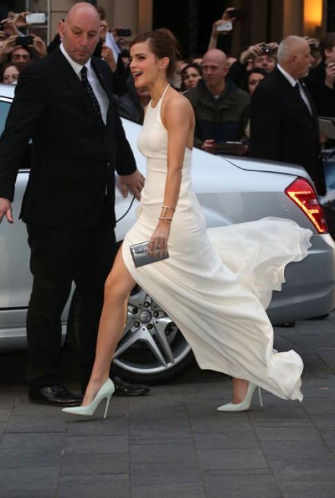 Emma Watson tung tẩy với đầm trắng