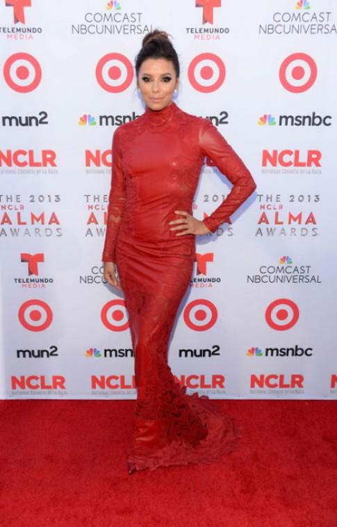Eva Longoria thay 8 váy trong một sự kiện