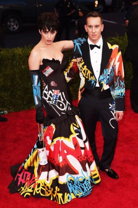 Giám đốc sáng tạo Moschino bị tố 'đạo' ý tưởng