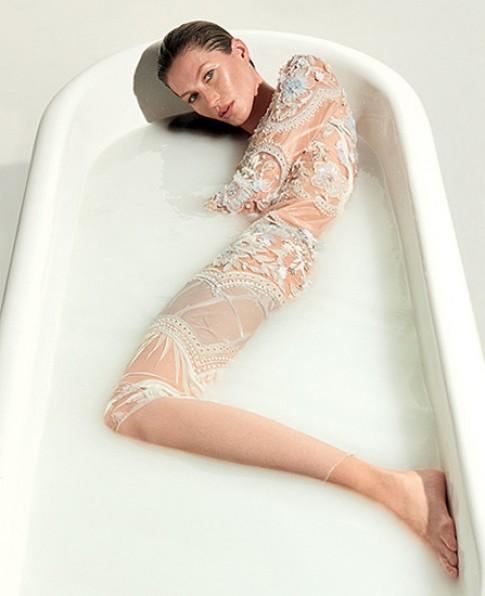 Gisele Bundchen chụp hình nude kỷ niệm 20 năm sự nghiệp