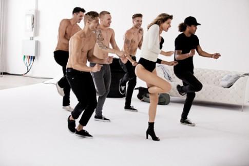 Gisele Bundchen nhảy gợi cảm bên dàn mẫu nam