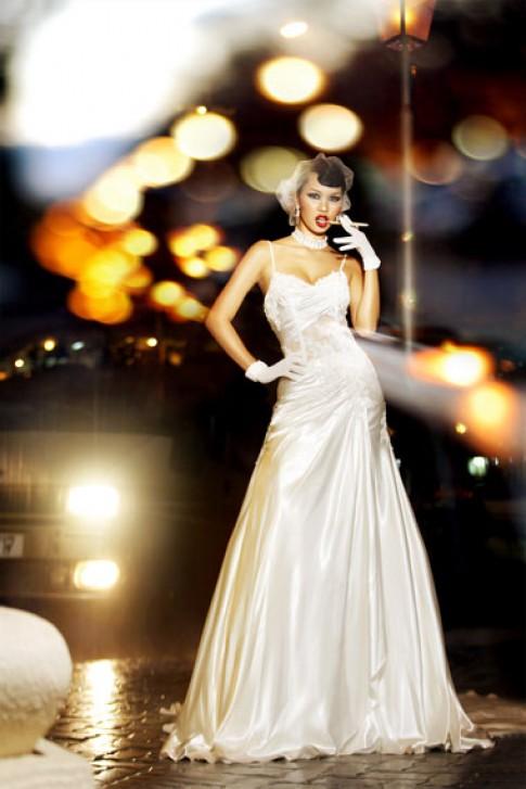 Hà Anh diện váy cưới