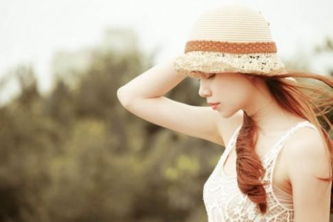 Hà Hồ lãng mạn với váy ren