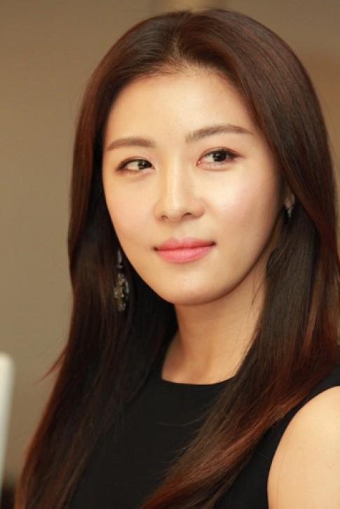 Ha Ji Won gắn bó với phong cách trang điểm tự nhiên