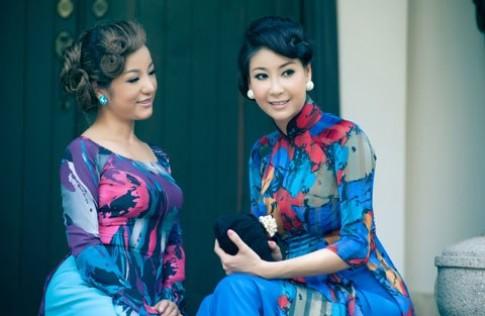 Hà Kiều Anh, Thúy Nga diện áo dài hoa