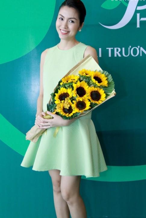 Hà Tăng, Thùy Lâm mặc đẹp nhất tuần