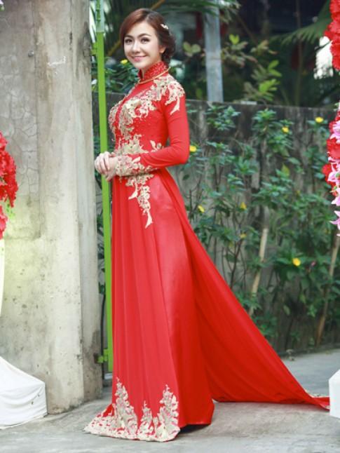 Hai bộ áo dài cưới thêu hoa của Ái Châu