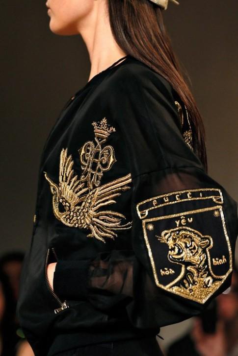 Hãng thời trang Italy thêu tiếng Việt lên trang phục