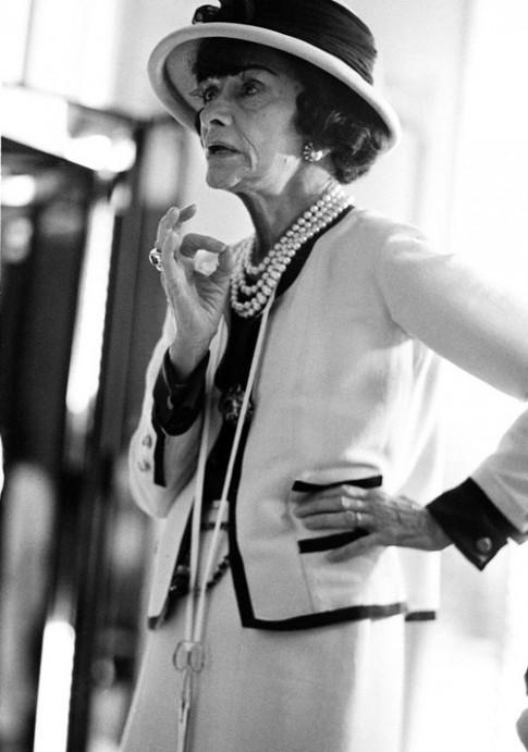 Hành trình chiếc jacket biểu tượng của Coco Chanel