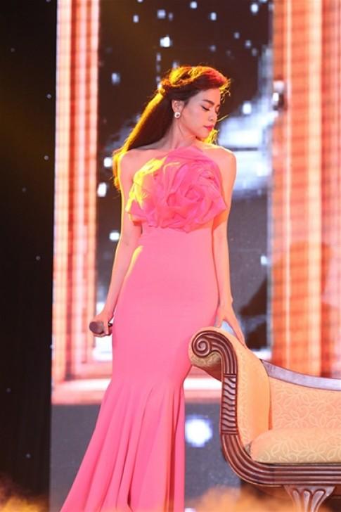 Hồ Ngọc Hà dẫn đầu Top sao đẹp với váy trumpet