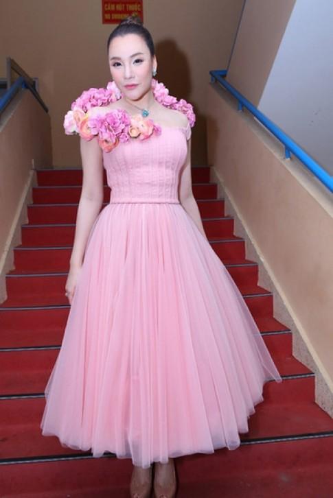 Hồ Quỳnh Hương, Á hậu Hoàng Oanh vào top sao xấu tháng 10