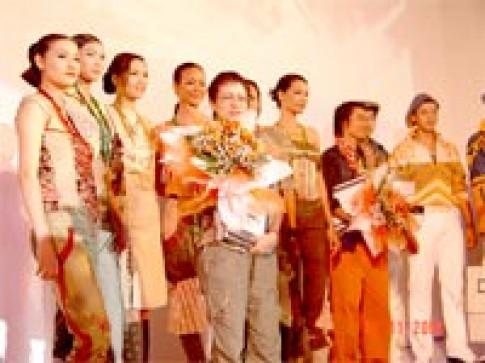 Hồ Trần Dạ Thảo đoạt giải nhất 'Thời trang châu Á 2004'