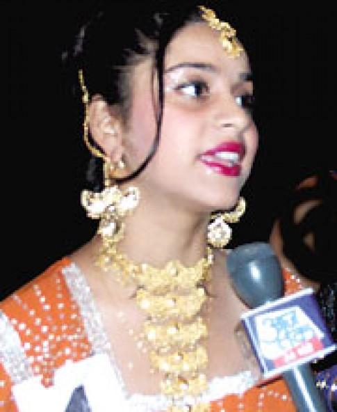Hoa hậu Ấn Độ bị nghi đóng phim khiêu dâm
