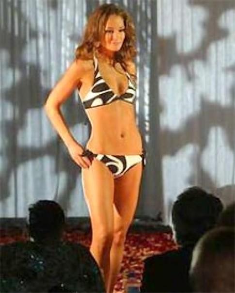Hoa hậu Australia mất mặt vì ảnh 'mát'