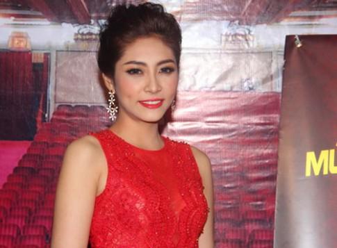 Hoa hậu Đại Dương diện váy đỏ rực đi sự kiện