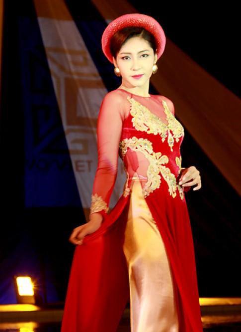 Hoa hậu Đại Dương trình diễn áo dài cách điệu