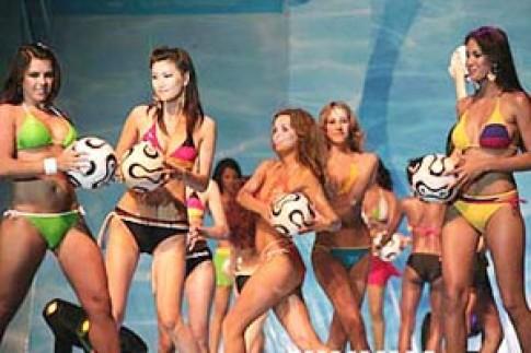 Hoa hậu Du lịch Quốc tế diễn bikini World Cup