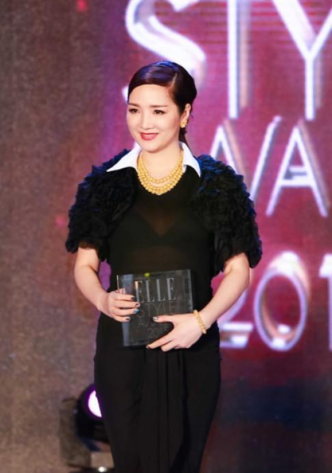Hoa hậu Giáng My diện váy đen gợi cảm